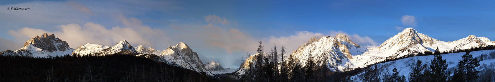 A very cold February morning in the Sawtooth Mountains, eleven frames stiched together for a total of 230megi-pixels panorama...
